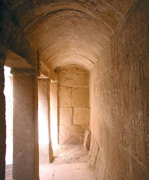 Сводчатая крыша одного из помещений в гробнице Нефербауптаха.