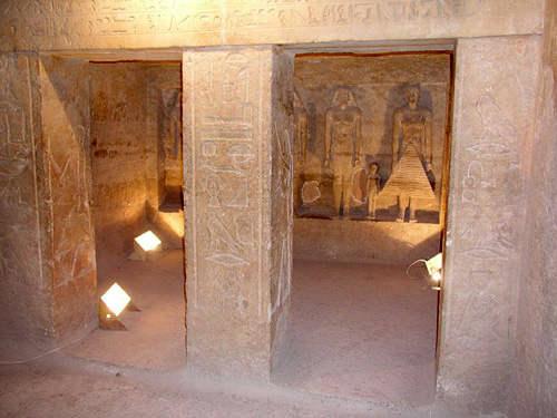 Внутри гробницы жреца Кара.