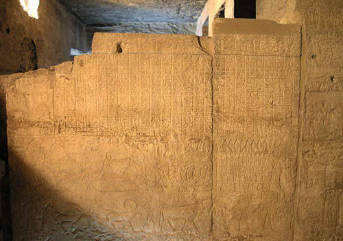 Фреска с изображением порядка строительства мастабы и материалов, которые подарил Дебхену фараон Менкаура.
