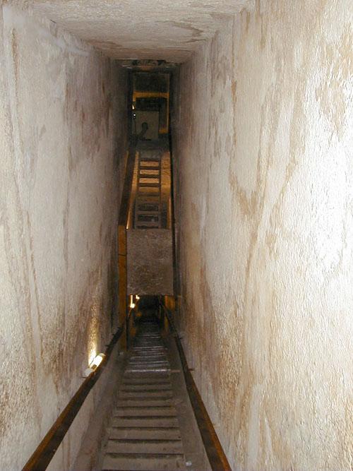 Вид на место соединения проходов. Пирамида Хефрена.