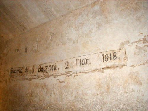 Автограф современного открывателя входа в пирамиду. Пирамида Хефрена.