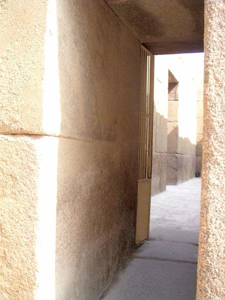 Вход в нижний храм. Пирамида Хефрена.