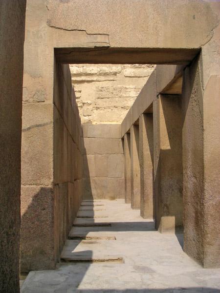 Большой зал нижнего храма. Пирамида Хафры.