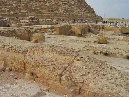 Плиты заупокойного храма. Пирамида Хефрена.