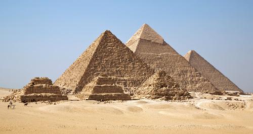 Пирамида Менкаура (Микерина). Вид со стороны малых пирамид - спутников.