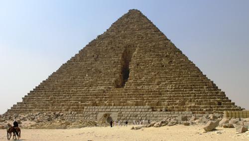 Северная сторона и вход в пирамиду. Пирамида Микерина (Менкаура).