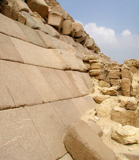 Гранитные блоки облицовки. Пирамида Микерина (Менкаура).