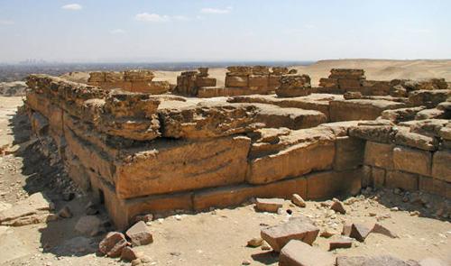 http://thepyramids.org/images/giza/351_005_03_pyramid_menkaure_mortuary.jpg