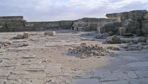 Внутренний двор заупокойного храма. Пирамида Микерина (Менкаура).