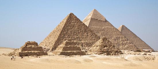 Вид с юга на комплекс пирамид- спутников G3a-G3c. Пирамида Микерина (Менкаура).
