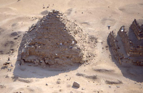 Вид с пирамиды на пирамиду - спутник G3a. Пирамида Микерина (Менкаура).