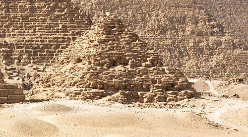 Южная сторона добавочной пирамиды G3a. Пирамида Микерина (Менкаура).