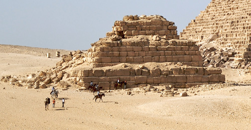 Южная сторона добавочной пирамиды G3c. Пирамида Микерина (Менкаура).