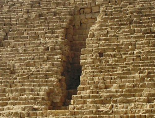 Начало проломного туннеля Вайса. Пирамида Микерина (Менкаура).