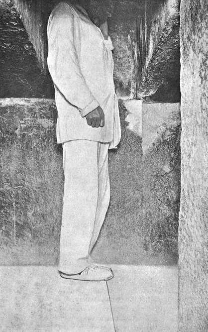 Предкамера камеры царя. Пирамида Хеопса в 1909 году.