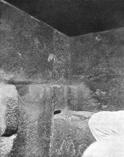 Внутри Антикамеры царя. Пирамида Хеопса в 1909 году.