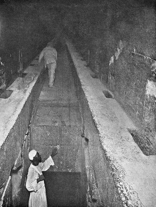 Способ перемещения по Большой галерее. Пирамида Хеопса в 1909 году.