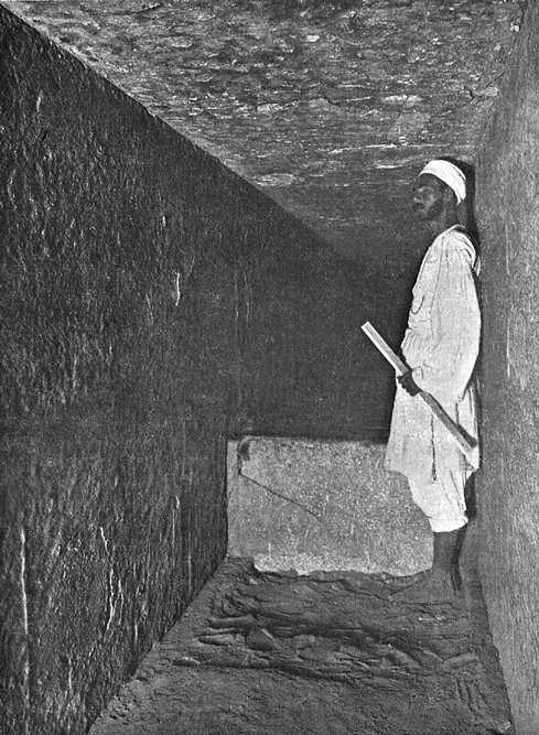 Проход в Камеру царицы. Ступенька. Пирамида Хеопса в 1909 году.