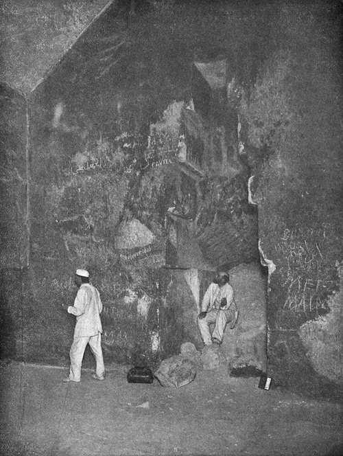 Ниша в стене Камеры царицы. Пирамида Хеопса в 1909 году.