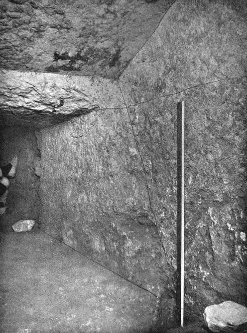 Место окончания понижающегося коридора. Пирамида Хеопса в 1909 году.