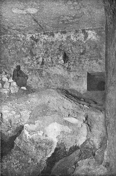 Вход из горизонтального прохода в нижнюю камеру. Пирамида Хеопса в 1909 году.