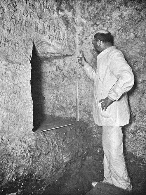 Окончание горизонтального прохода подземной камеры. Пирамида Хуфу в 1909 году.