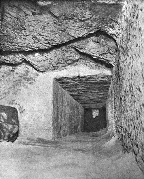 Выемка в горизонтальном проходе. Вид на север. Пирамида Хеопса в 1909 году.