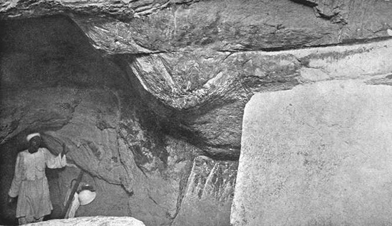 Гранитные заглушки. Обходной путь. Вид сверху. Пирамида Хеопса в 1909 году.