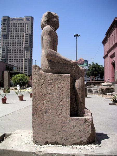 Статуя фараона Аменемхета I. Каирский музей.