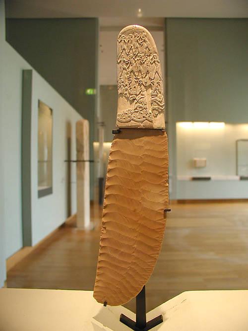 Нож из зуба бегемота. Музей Лувра.