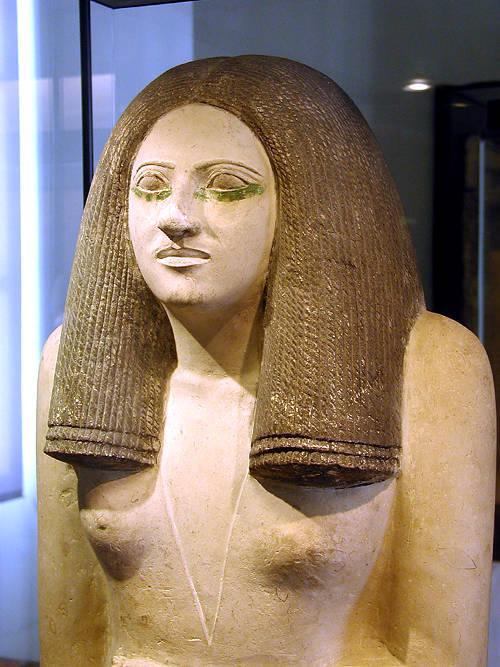Скульптура Несы. Музей в Лувре .
