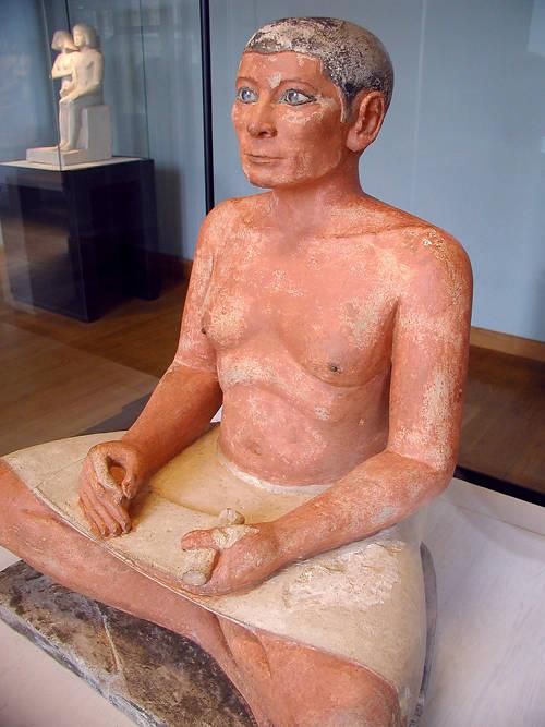 """Статуя """"Сидящий писец"""". Музей в Лувре"""