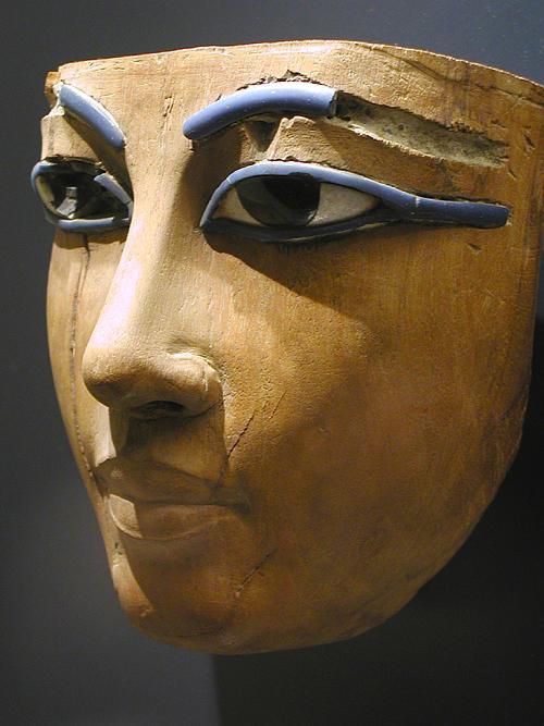 Деревянная маска лица. Музей в Лувре