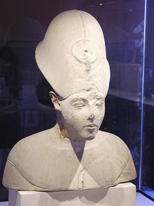 Голова фараона Эхнатона. Музей в Лувре