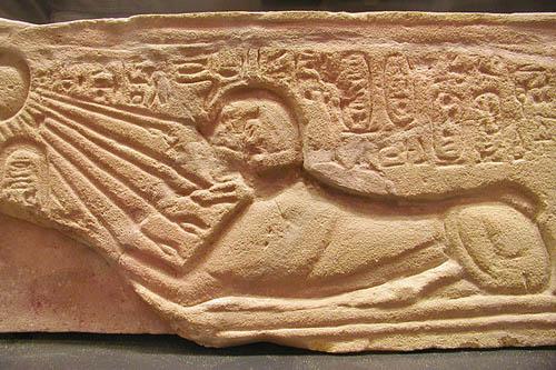 Изображение фараона Эхнатона в виде сфинкса. Музей в Лувре
