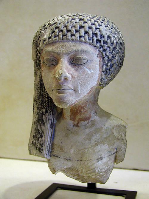 Голова принцессы из известняка. Музей в Лувре