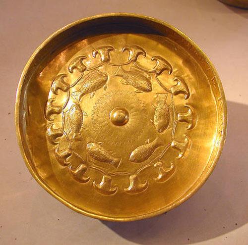 Чаша из золота военначальника Джехути. Музей в Лувре.