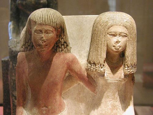 Статуя Неферхебефа с женой. Музей в Лувре.
