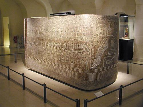 Саркофаг фараона Рамсесса III. Музей в Лувре.