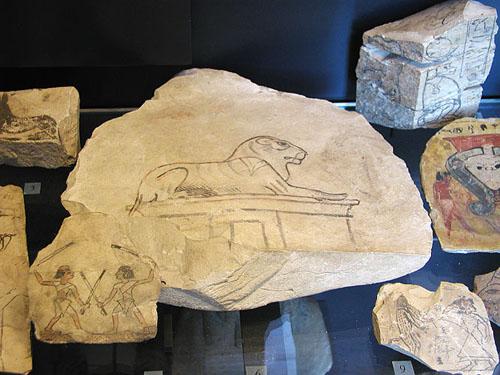 Осколок керамики с изображением льва. Музей в Лувре