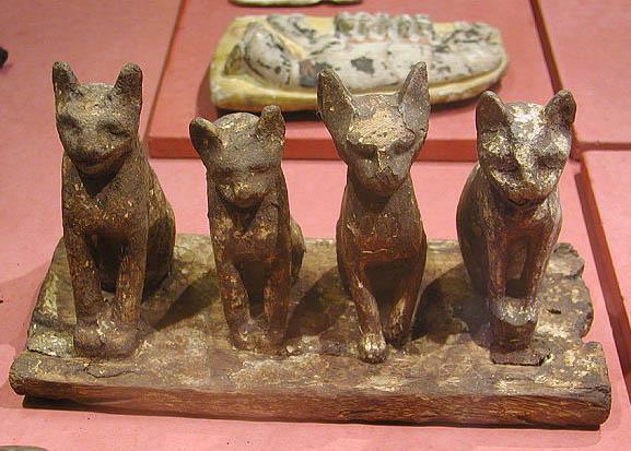 Бронзовые кошки. Музей в Лувре