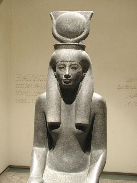 Статуя богини Хатхор. Музей в Луксоре