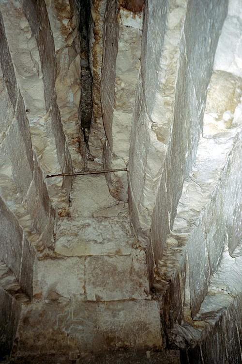 Северная сторона погребальной камеры пирамиды Хуни. Мейдум.
