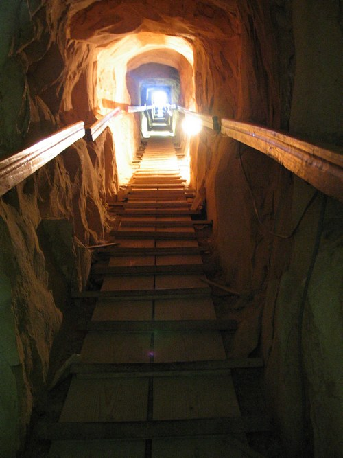 Понижающийся коридор. Пирамида Хуни в Мейдуме.