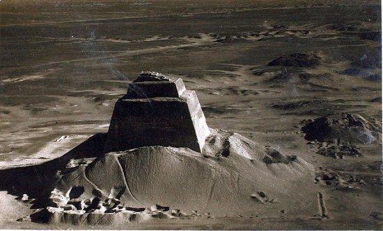 Аэрофотоснимок пирамиды Хуни в Мейдуме. 1940.