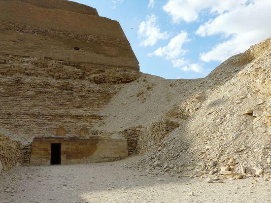 Святилище с восточной стороны пирамиды Хуни. Мейдум.