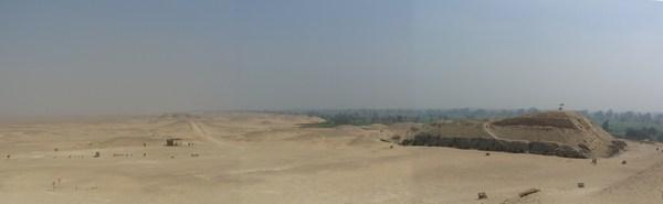 Панорама с северной стороны пирамиды Хуни в Мейдуме