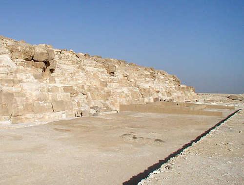 Храм на восточной стороне пирамиды Джедефре