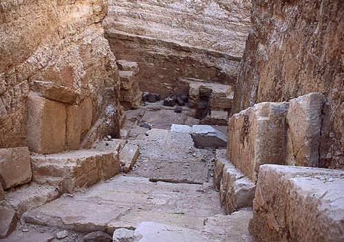 Плиты облицовки коридора пирамиды Реджедефа