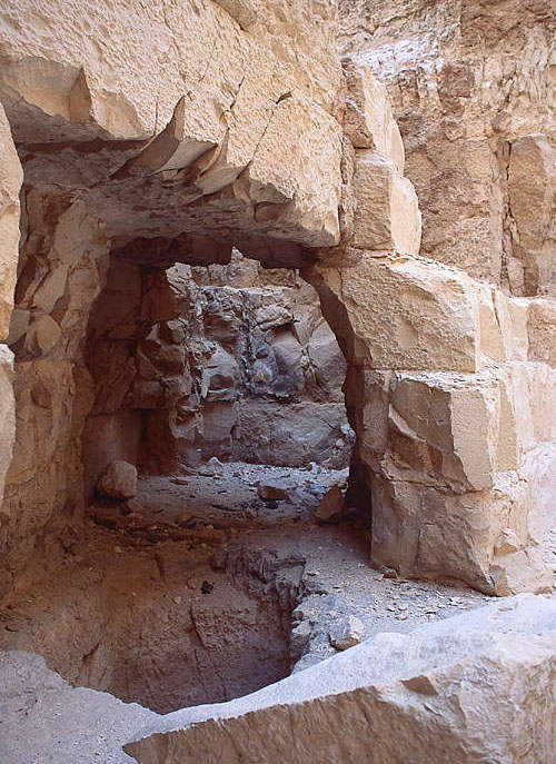 Необработанные проходы пирамиды Джедефре